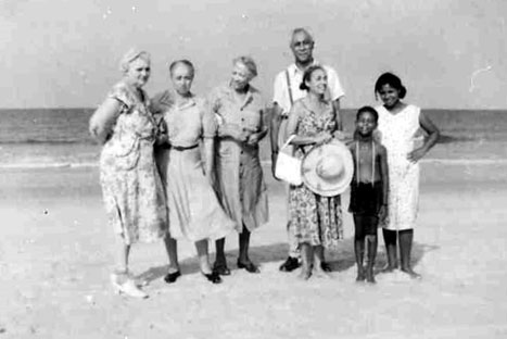 web_freeman-family-on-freeman-beach