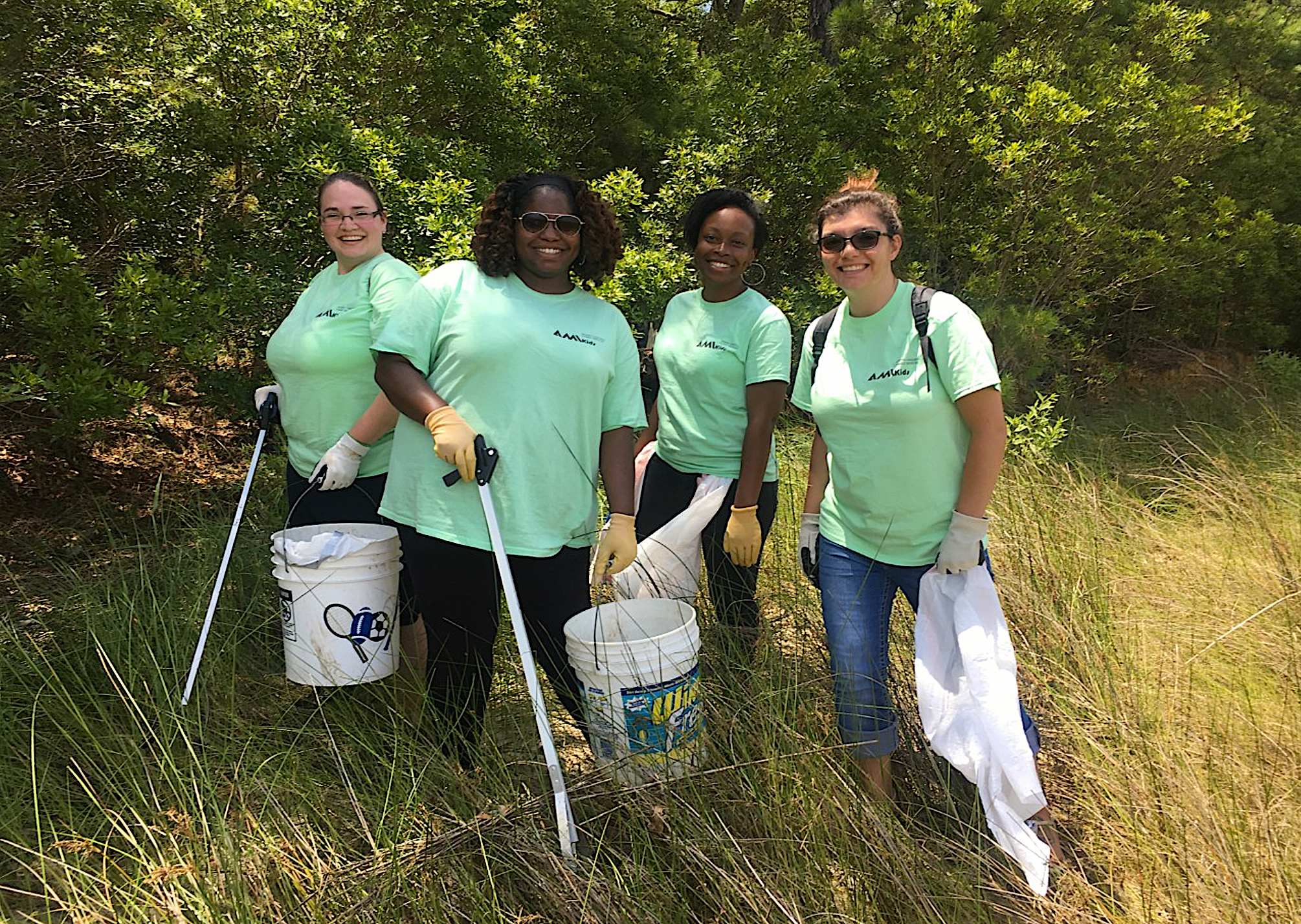 Organizing cleanups is a fun and easy way for community members to reduce marine debris and beautify the coasts. Credit: Rachel Bisesi.