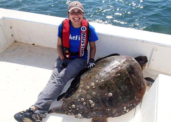 Kim Hernandez with sea turtle